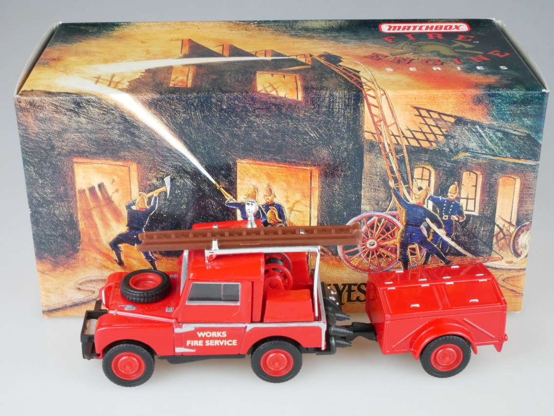 YFE02 1948 - 1952 Land Rover rote Felgen Feuerwehr - 47252