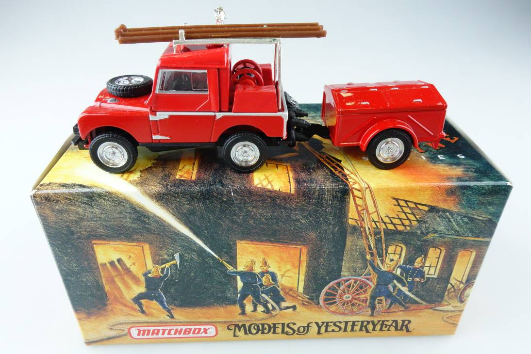 YFE02 1948 - 1952 Land Rover silberne Felgen Feuerwehr - 47253