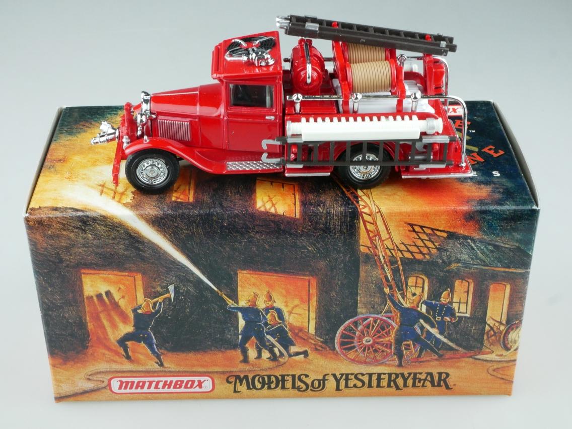 YFE06 1932 Ford AA Feuerwehr - 47606