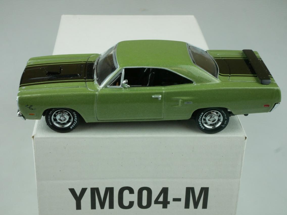YMC04 1970 Plymouth Road Runner grün - 47660