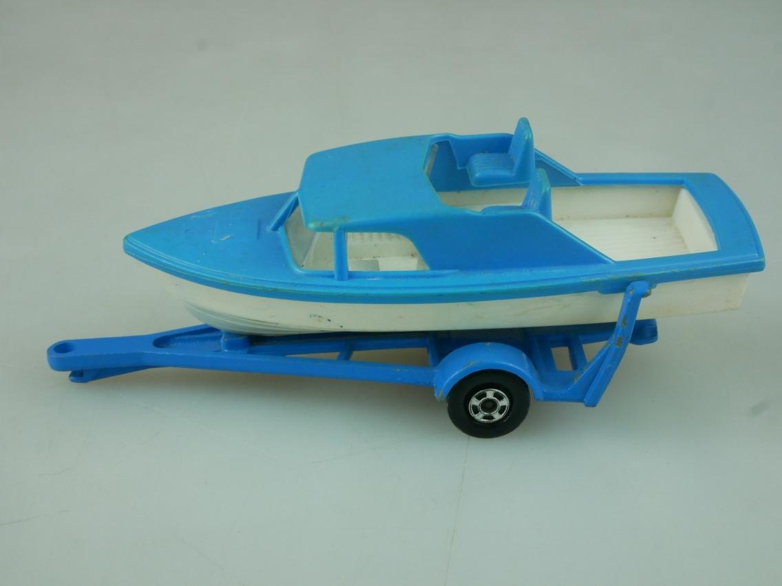 09-A Boat & Trailer - 56489