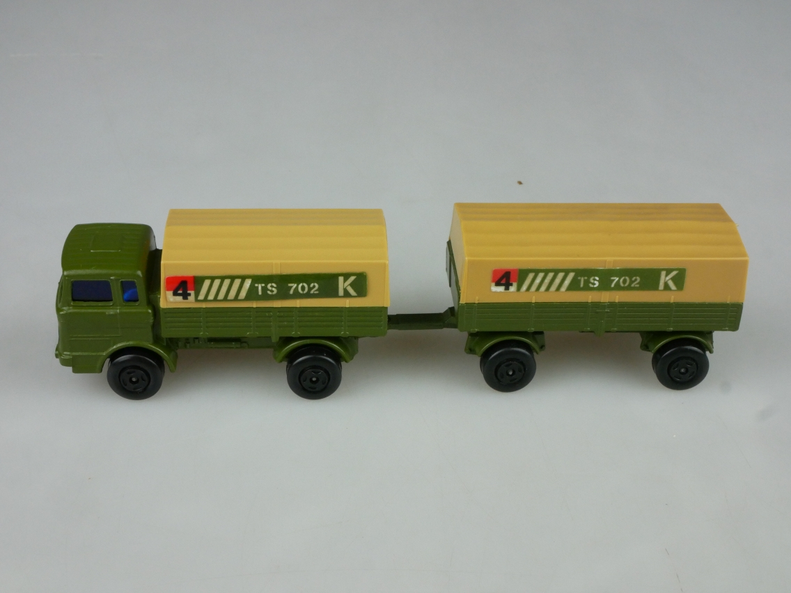 TP-011B Ford Tractor & Hay Trailer - 59050