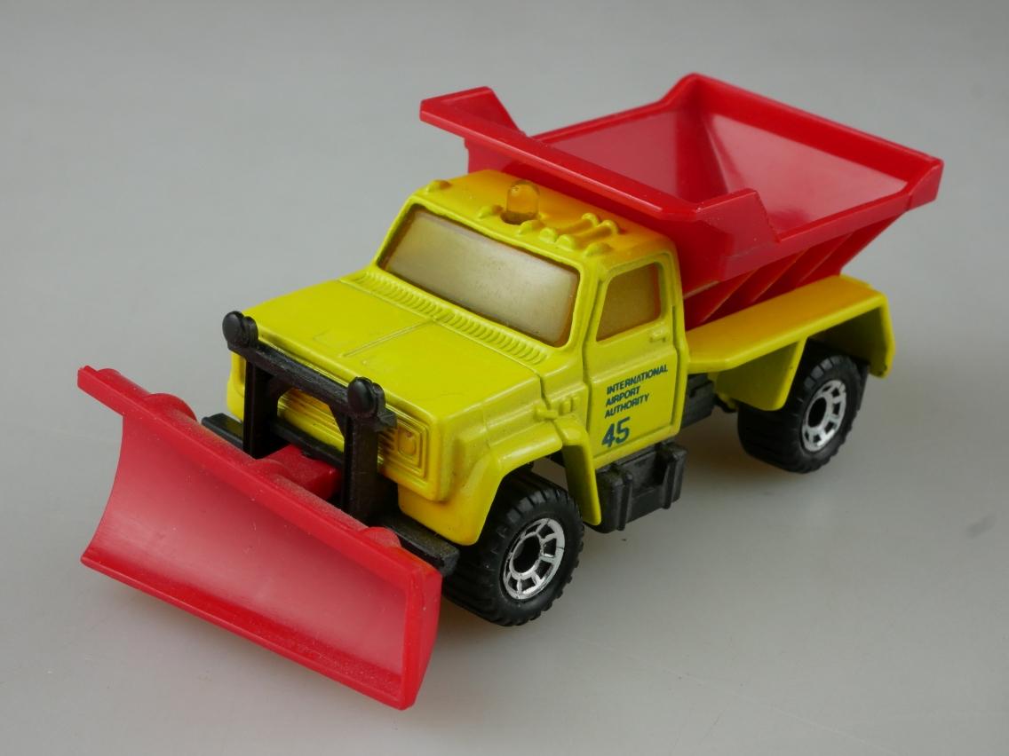 Highway Maintenance Truck Snow Plow (45-E/69-G) - 65119