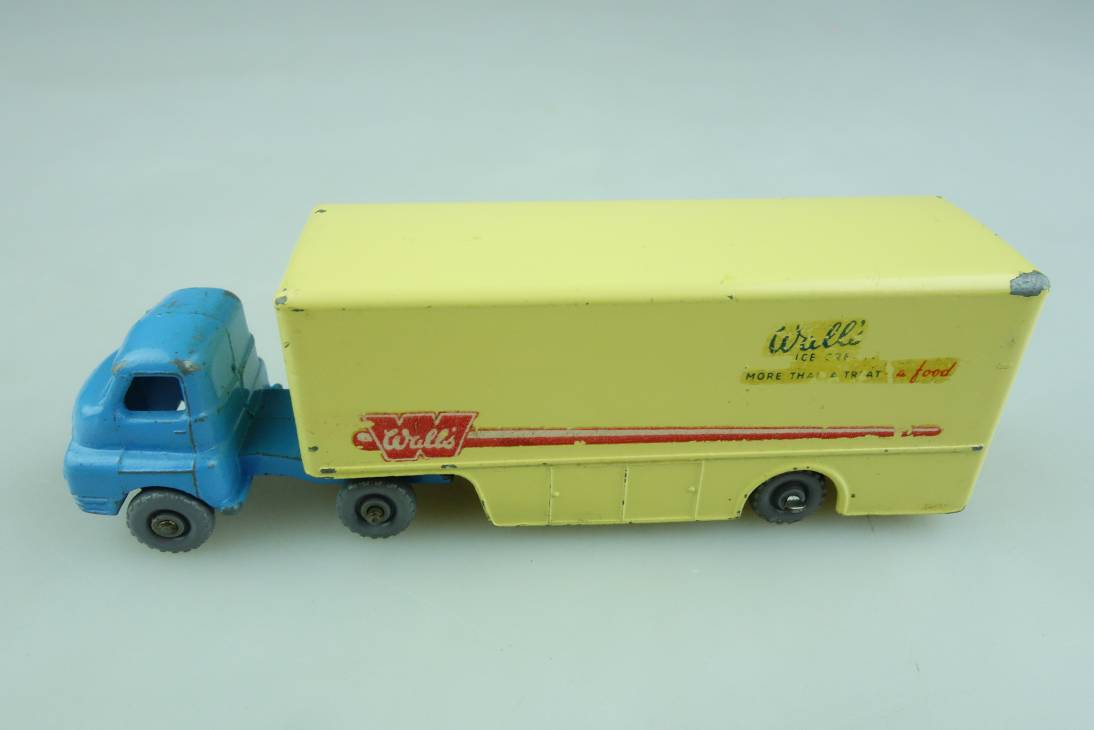 M-02A Bedford Ice Cream Truck - 90510