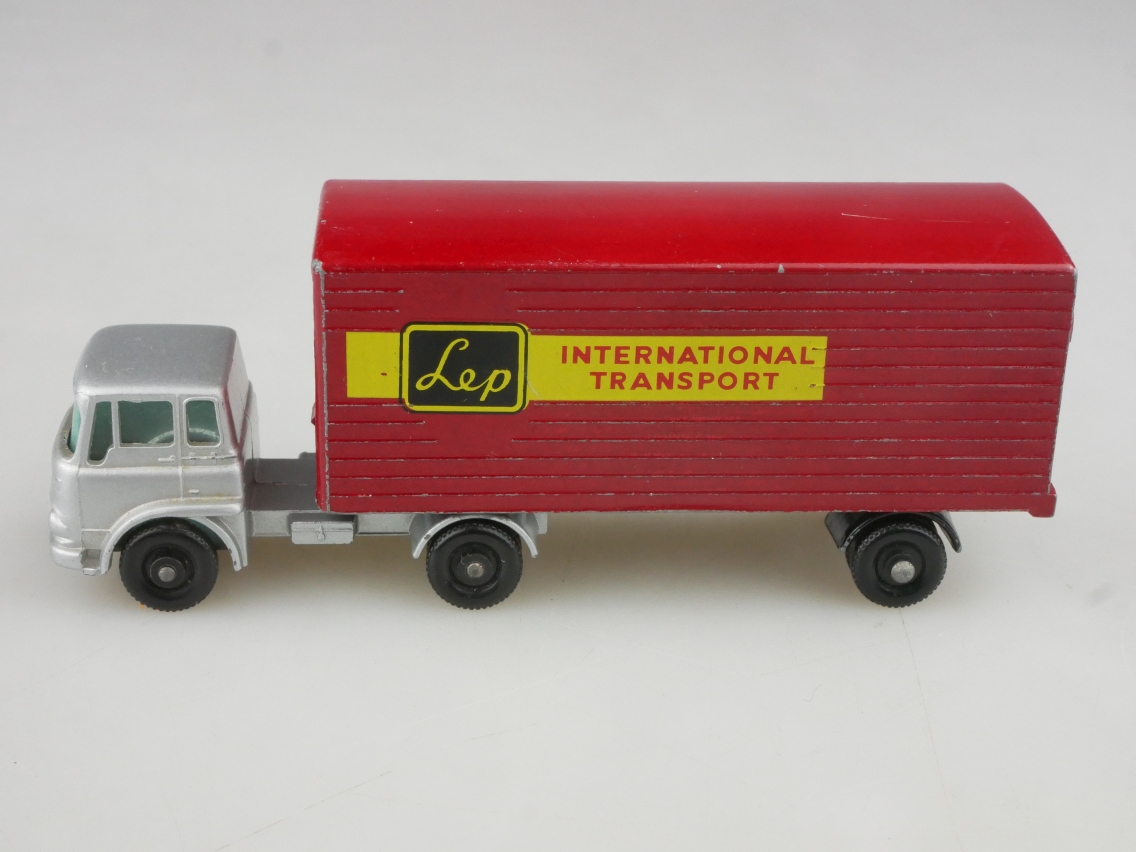 M-02B Bedford Tractor & York Freightmaster Trailer - 90637