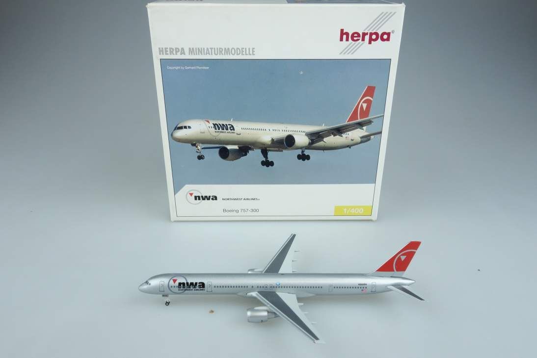 Herpa 561082 Boeing 757-300 Northwest Airlines NWA Flugzeug plane 1:400 104638