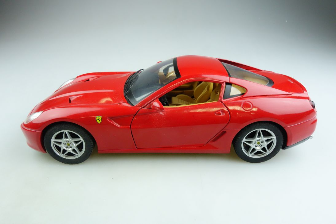 Hot Wheels 1/18 Ferrari 599 GTB Fiorano Coupe 2006 ohne Box 508197
