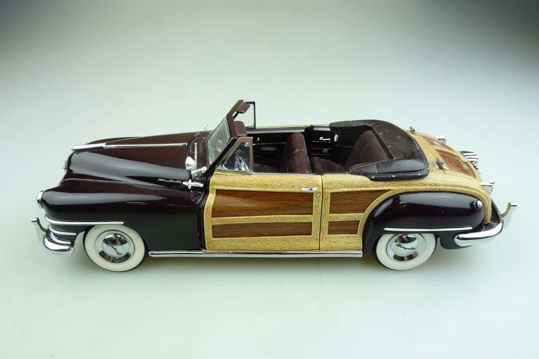 Danbury Mint 1/24 Chrysler Town and Country 1948 Convertible Woody  508441