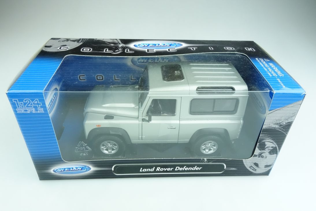 Welly 1/24 Land Rover Defender Hardtop silver mit Box 508532