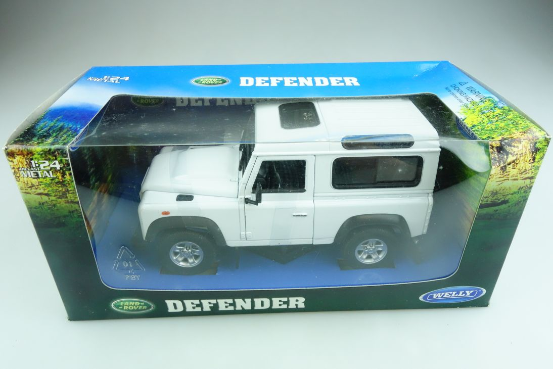 Welly 1/24 Land Rover Defender Hardtop white mit Box 508534