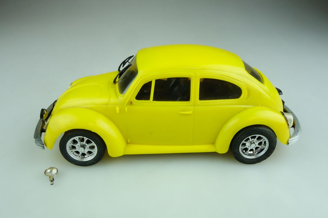 Italeri Plastik ca.1/24 VW Käfer gebaut m. Elektromotor Bug Beetle  508594