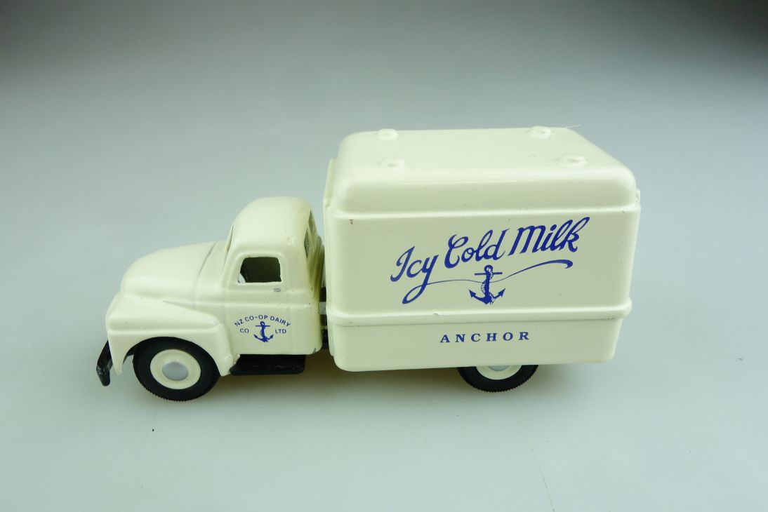 Micro Models 1/43 International Icy Cold Milk Truck Anchor ohne Box 508627