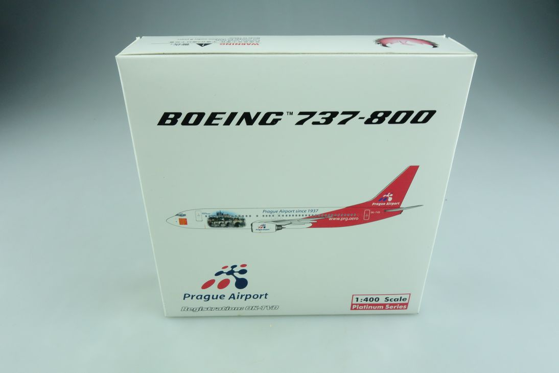 Phoenix 1/400 Boeing 737-800 Travel Service Prague Airport mit Box 508878