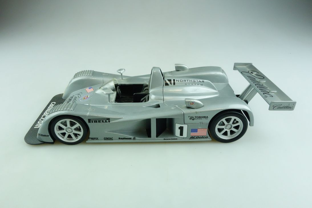 Hot Wheels 1/18 Cadillac Northstar LMP Racer silvermetallic ohne Box 508910