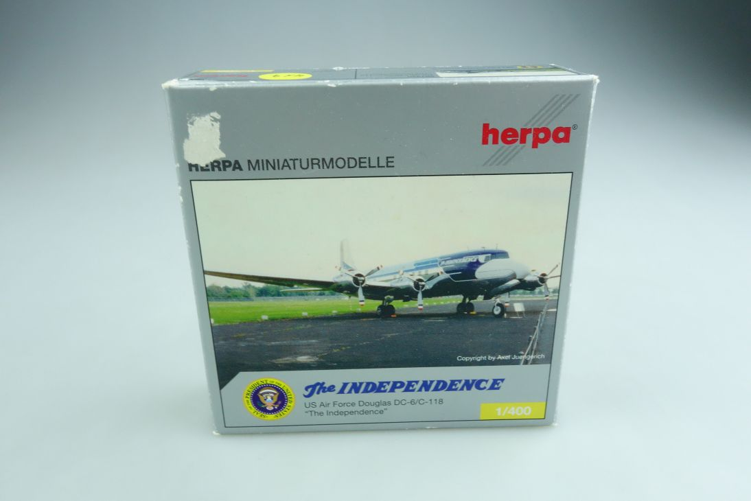 561440 Herpa 1/400 Douglas DC 6/ C 118 US Air Force Independence mit Box  508973