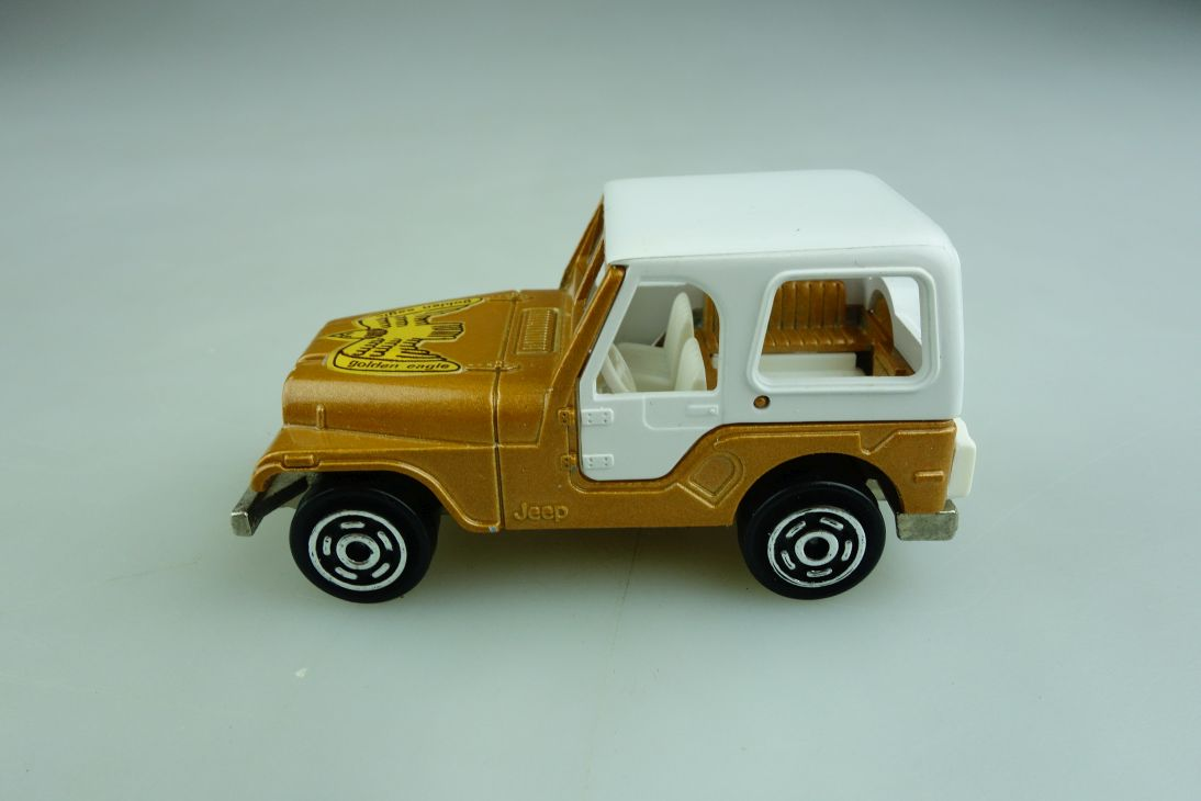 268 Majorette 1/54 Jeep Golden Eagle Wrangler Renegade ohne Box 509449