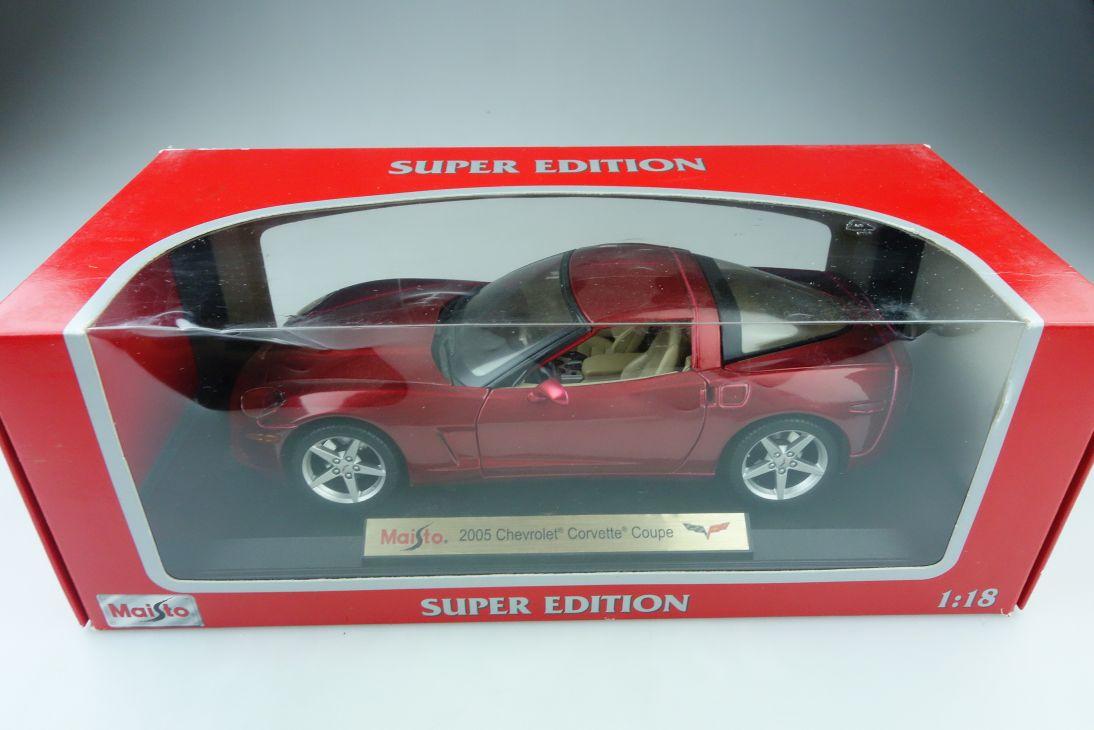 Maisto 1/18 Chevrolet Corvette Coupe 2005 candyredmetallic mit Box 510044