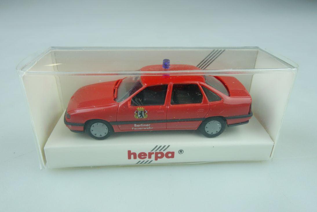 Kleinserie Herpa 1/87 Opel Vectra Feuerwehr Berlin CTIF 1993 mit Box 510079