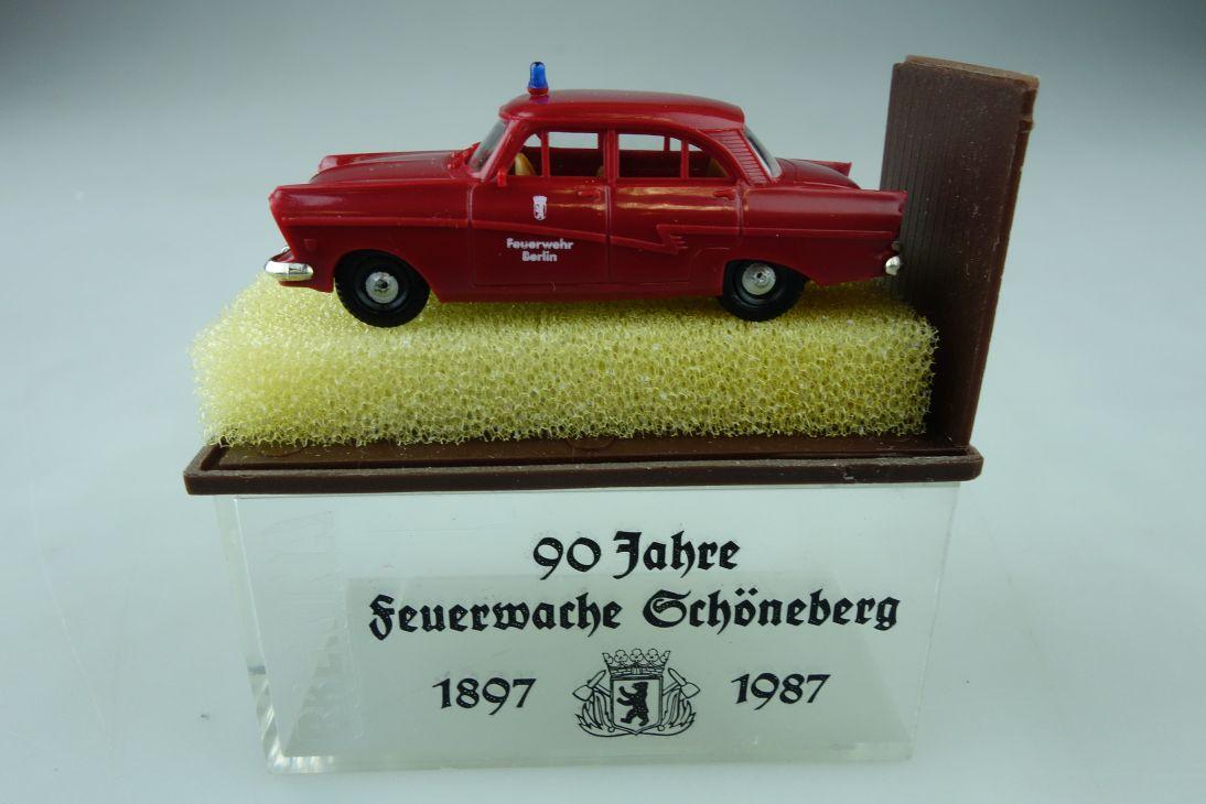 Brekina 1/87 Ford Taunus 17m P2 Feuerwehr Schöneberg Berlin mit Box 510080