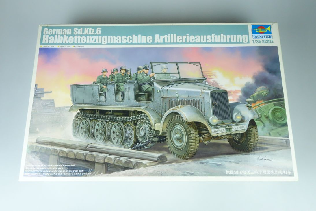 Trumpeter 1:35 German Sd.Kfz.6 Halbkettenzugmaschine tank kit 05531 Box 107581
