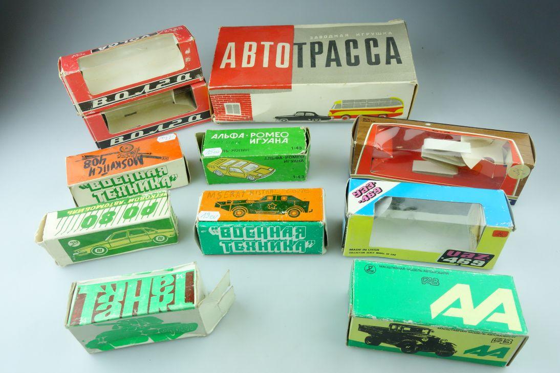 11x USSR CCCP Lot empty boxes UAZ 469 Volga Zil ABTOTPACCA etc. DDR Box 109398