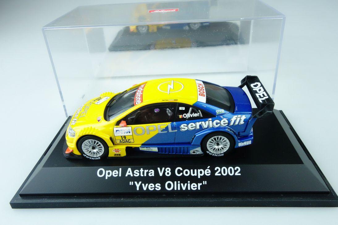 Schuco 1:43 Opel Astra V8 Coupé 2002 Yves Olivier + Vitrine 107506