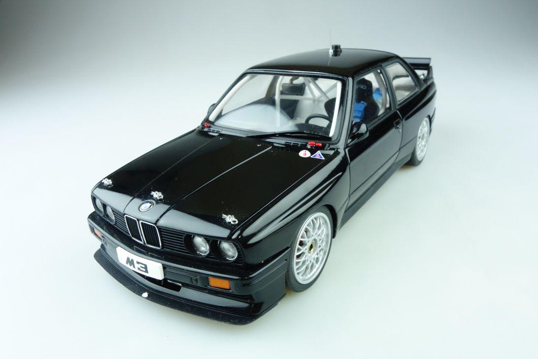 Autoart 1/18 BMW M3 Race Version Plain Body black ohne Box 510215