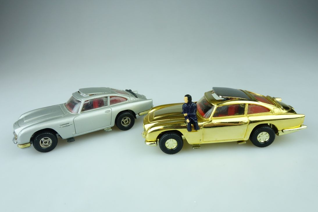 2x Corgi Toys Aston Martin DB5 James Bond 007 12,5cm 4.92´ length 107627