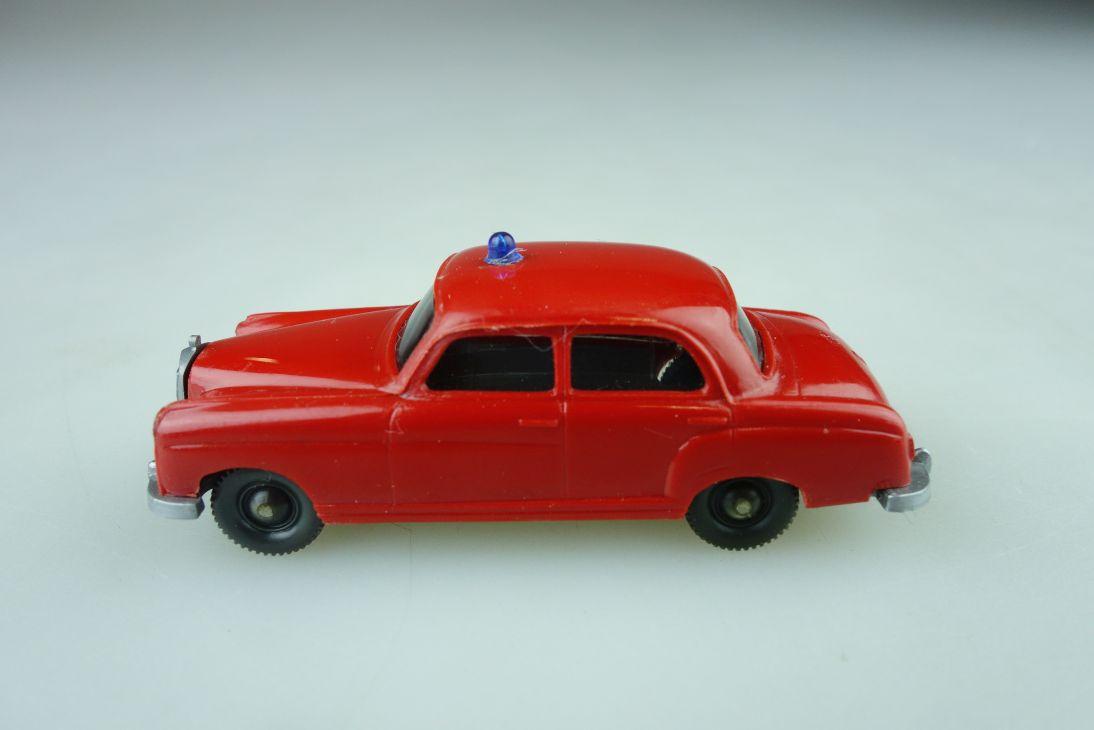 Saure 1041 Wiking 1/87 Mercedes Benz 220 Feuerwehr Brandmeister ohne Box 510361