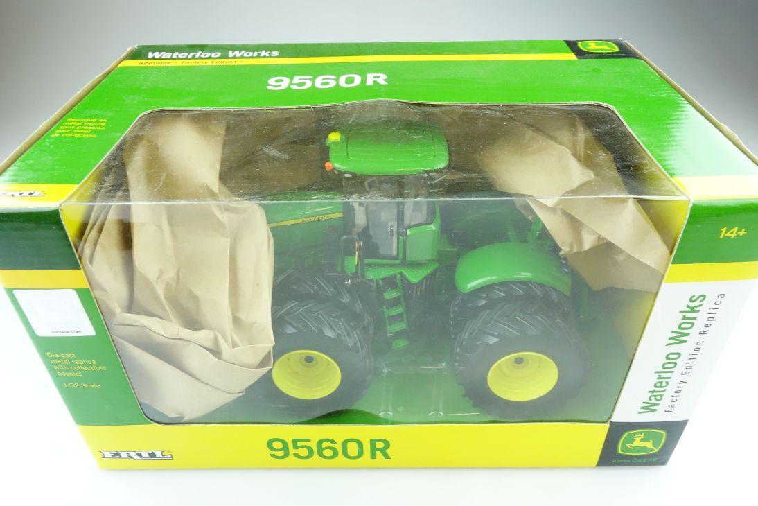 Britains Ertl 1/32 John Deere 9560 Waterloo Works Traktor mit Box 510462