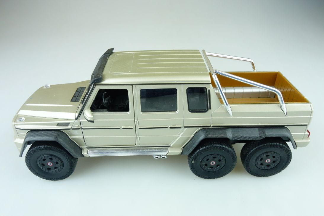 Welly 1/24 Mercedes Benz G 63 AMG Doka Pickup 6x6 champagnermet. ohne Box 510607