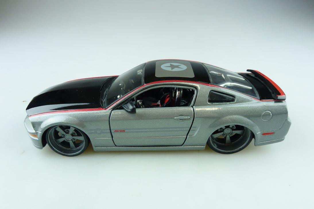 Maisto 1/24 Ford Mustang AV 8 R Coupe 2006 selten black ohne Box 510648