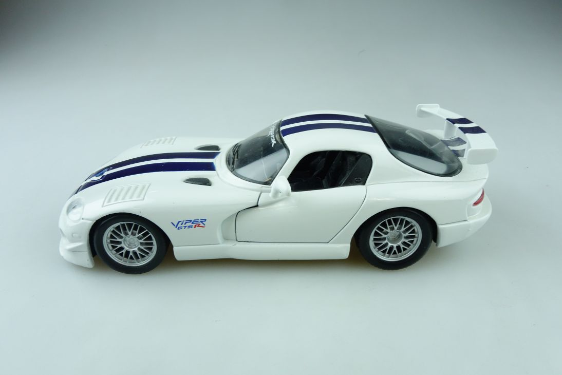 Maisto 1/24 Dodge Viper GT2 Coupe ohne Box 510870