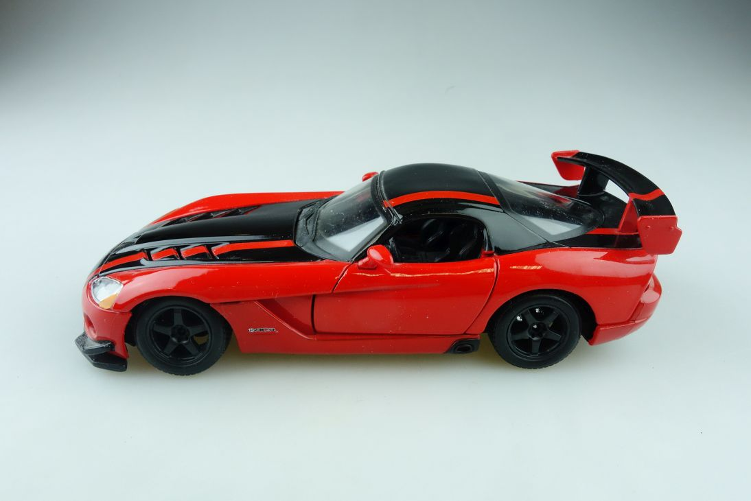 Bburago 1/24 Dodge Viper SRT 10 ACR Coupe ohne Box 510871