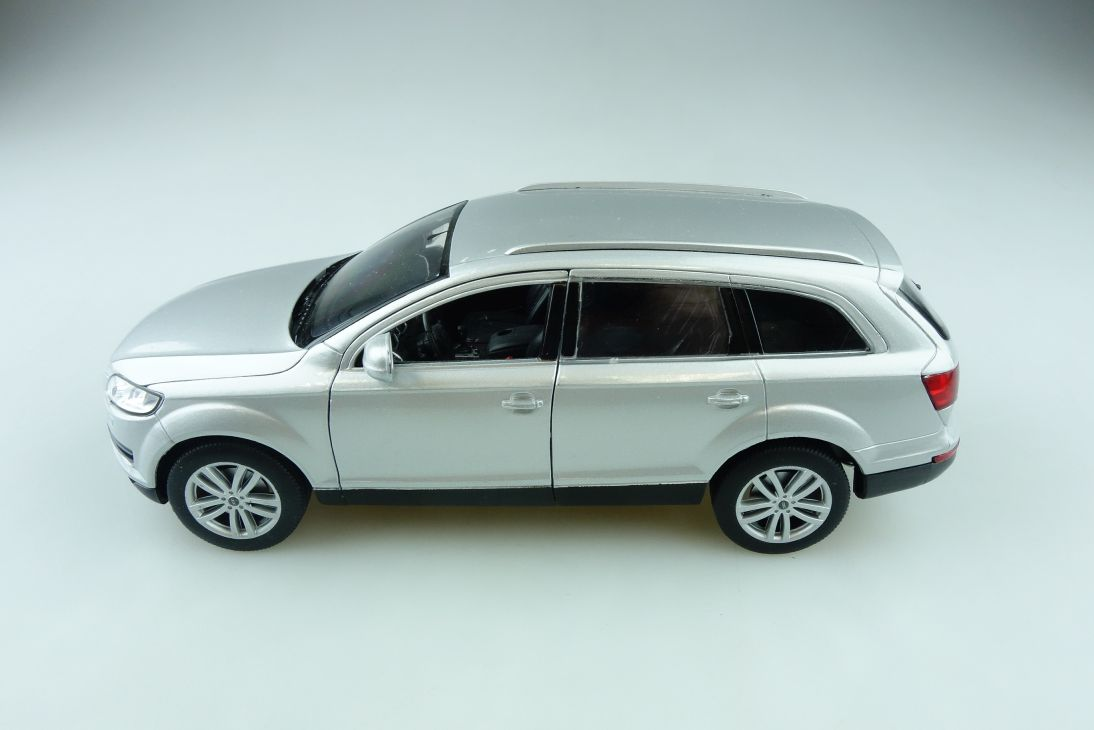 Welly 1/24 Audi Q7 Variant Station Wagon silber ohne Box 510877