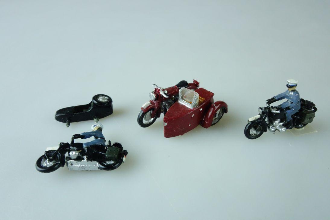 2x Roco 1:87 Motorrad Polizei Beiwagen + Metallmodell Kleinserie ? 107654