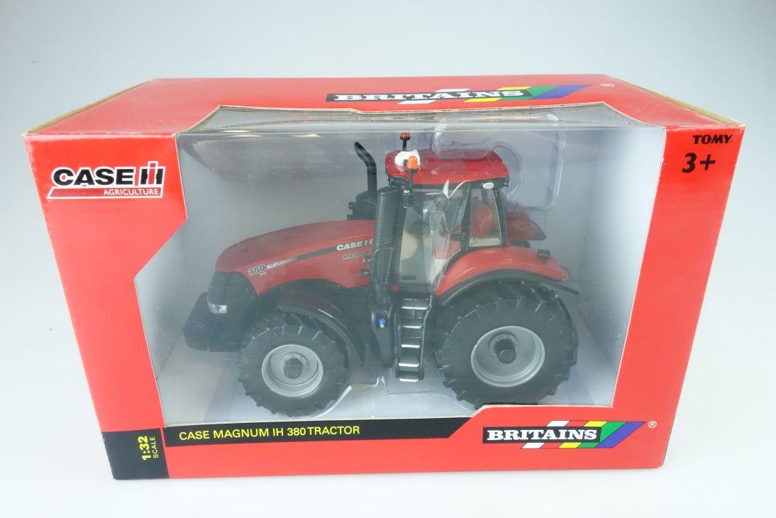 Britains 1:32 Case Magnun IH 380 Tractor Farmer diecast model 43004 + Box 107677