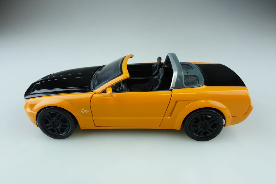 Motor Max 1/24 Ford Mustang GT Roadster 2009 orange Schwarz ohne Box 510913
