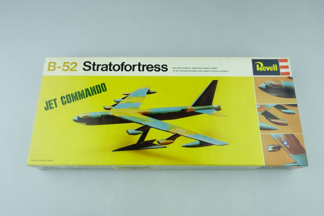 Revell B-52 Stratofortress Jet Commando H-253:130 plane kit 108310