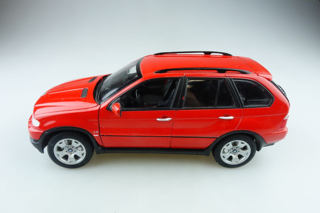 Welly 1/18 BMW X5 4,4i SUV red rot ohne Box 510955