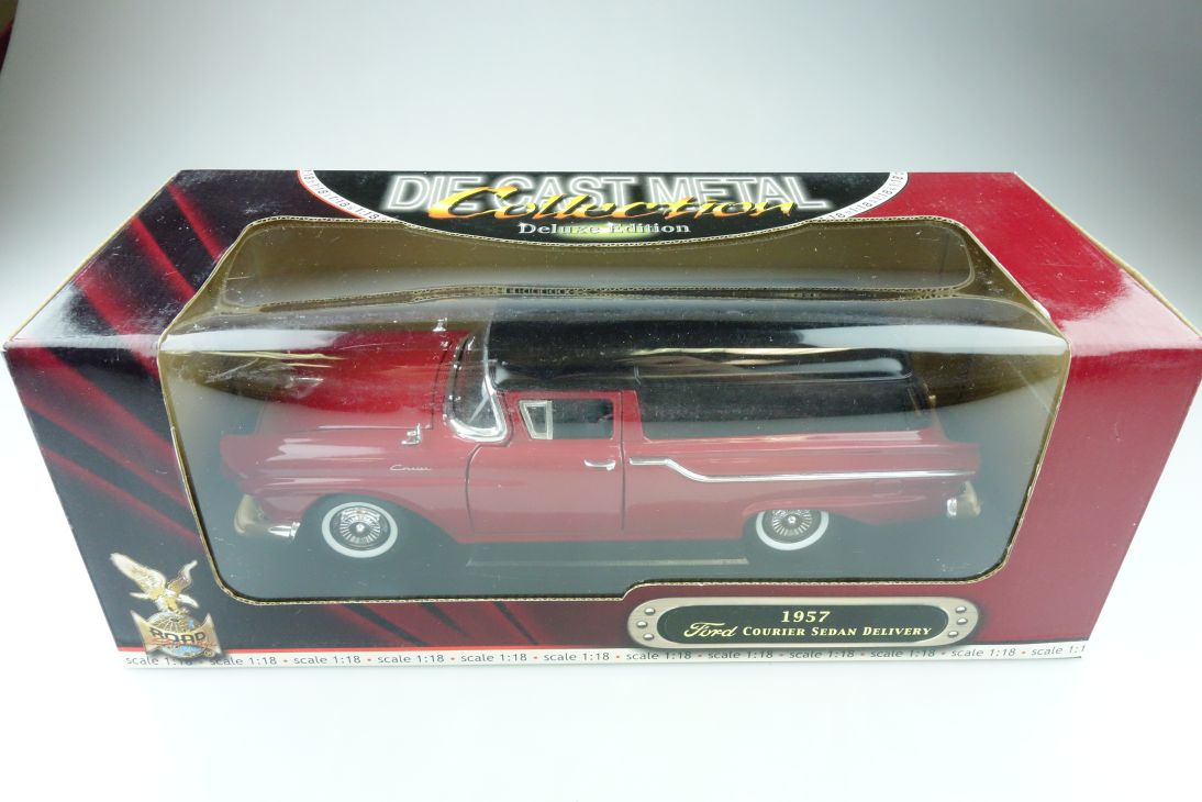 Road Signature1/18 Ford Courier Delivery Sedan 1957 mit Box 511010