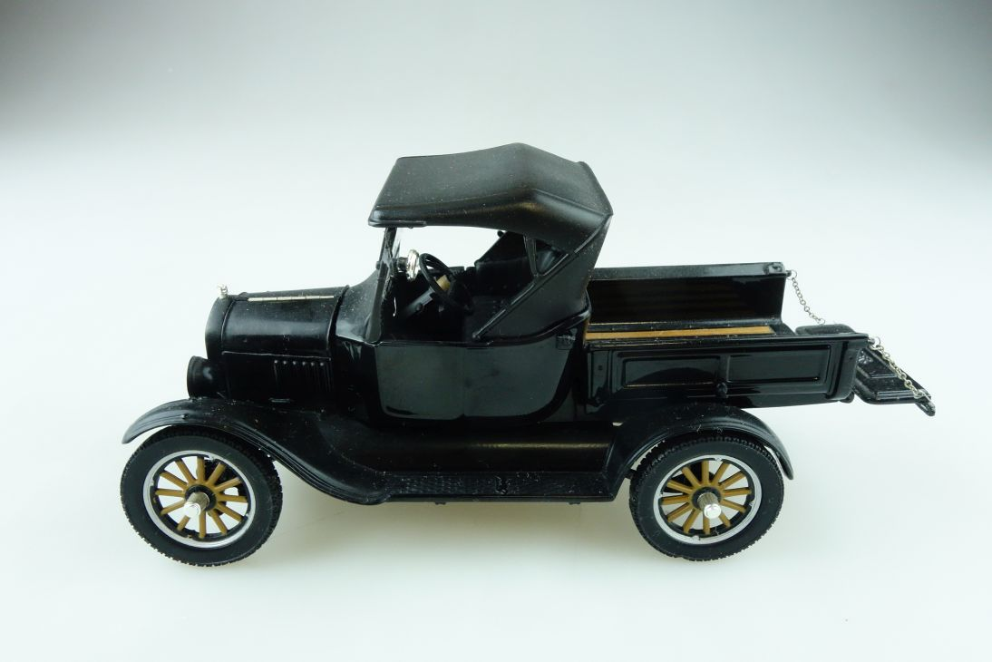 Sun Star 1/24 Ford Model T Pick Up 1925 ohne Box 511265