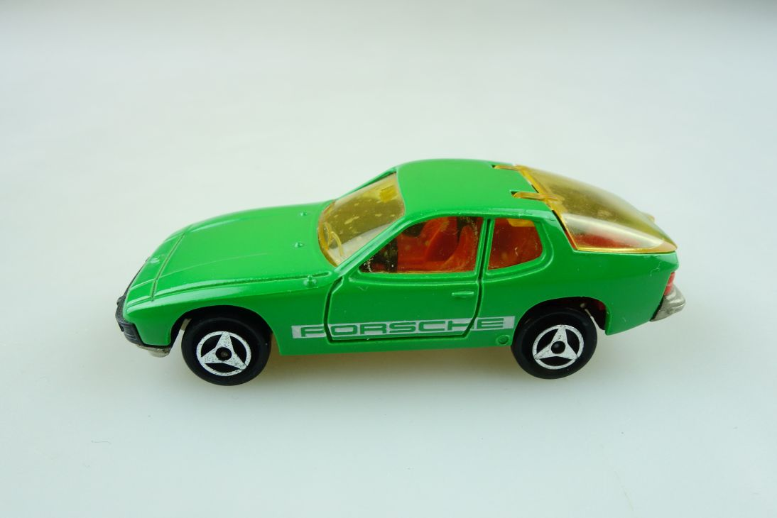 247 Majorette 1/60 Porsche 924 Coupe green ohne Box 511354