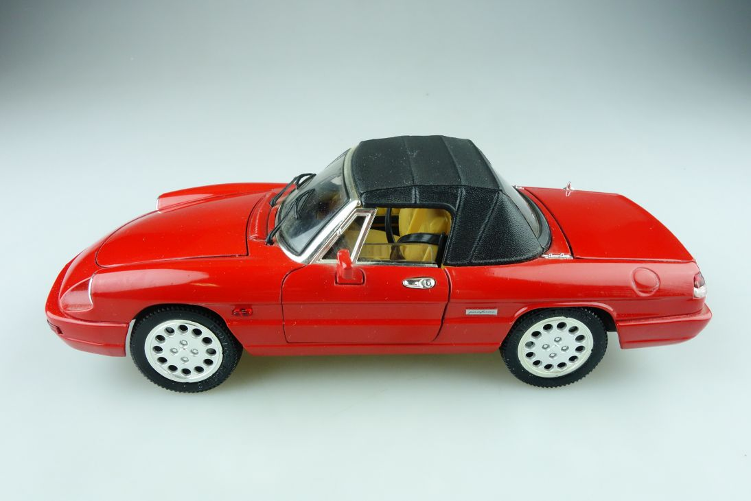 Jouef Evolution 1/18 Alfa Romeo Spider Roadster ohne Box 511447