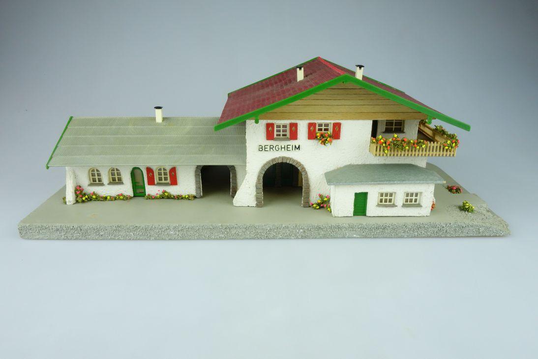 Faller B-108 Bahnhof Bergheim Holz Plastik Haus 50er H0 Fertigmodell 108571