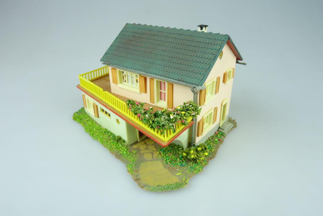 Faller B-253 Familienhaus Fertigmodell Haus 70-60er Jahre H0 108612