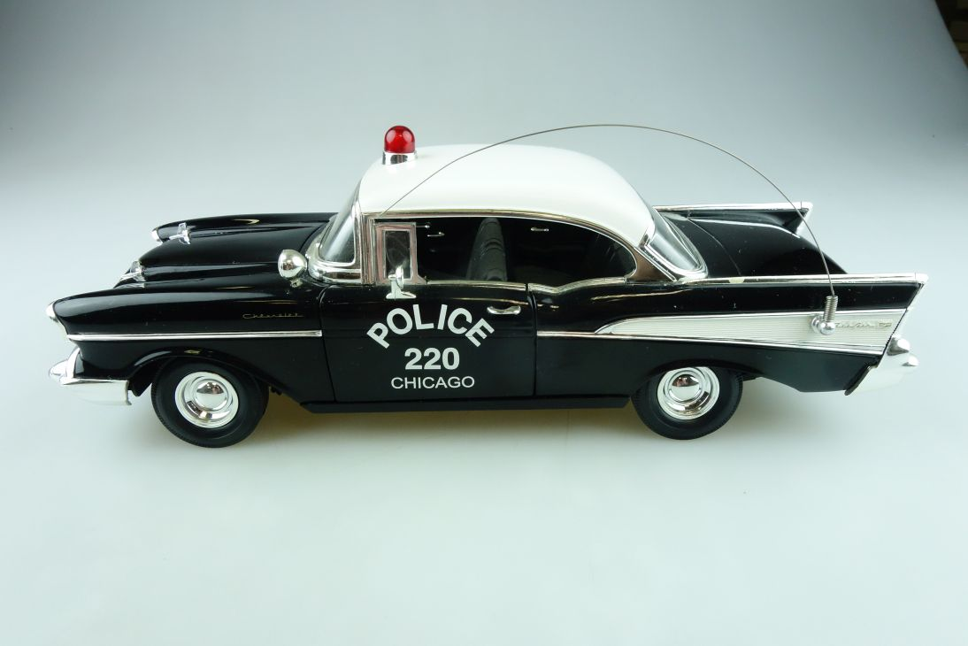 Ertl 1/18 Chevrolet Bel Air Hardtop 1957 Police Chicago ohne Box 511550
