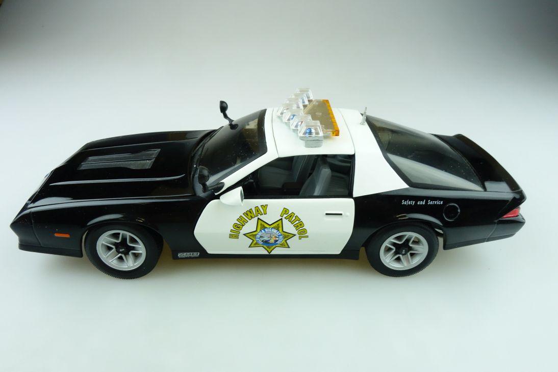 Sun Star 1/18 Chevrolet Camaro Z 28 Police Highway Patrol ohne Box 511570