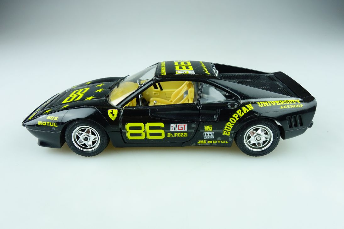 Bburago 1/24 Ferrari GTO Coupe 1984 European University Racer ohne Box 511590