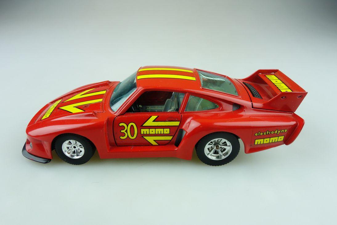 142 Bburago 1/24 Porsche 935 TT Coupe Momo Racing ohne Box 511612